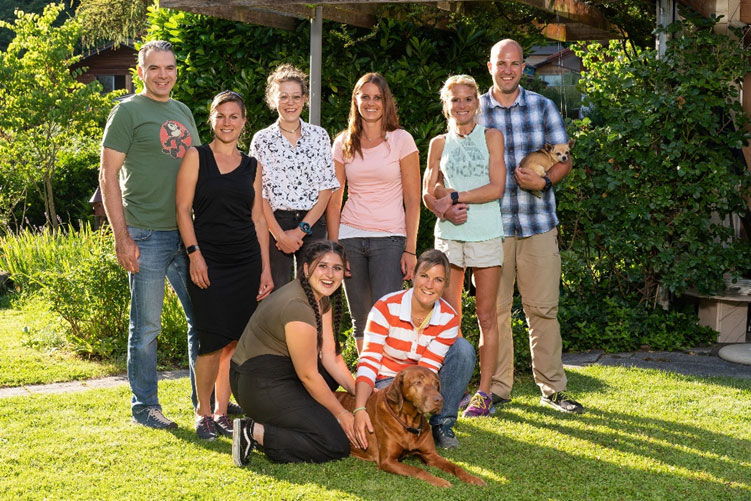 Team Tierklinik Interlaken mit Patientin